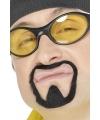 Zelfklevende rapper snor
