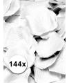 Witte rozen blaadjes